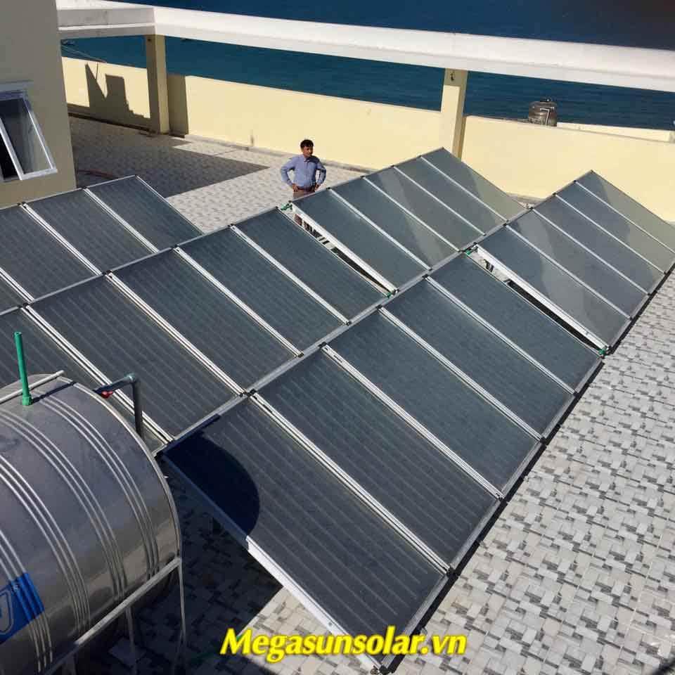 Máy nước nóng năng lượng mặt trời tâm phẳng Megasun
