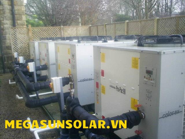 Hệ thống bơm nhiệt Calorex cung cấp nước nóng cho hồ bơi