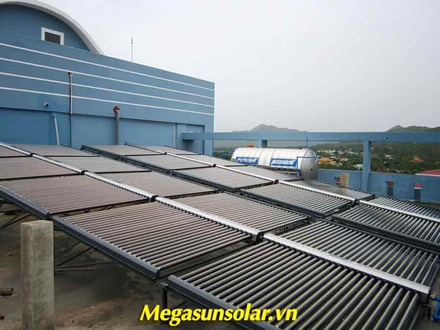 Hệ thống nước nóng năng lượng mặt trời MEGASUN công nghiệp có thể kết hợp nhiều tấm với nhau tuy theo nhu cầu sử dụng