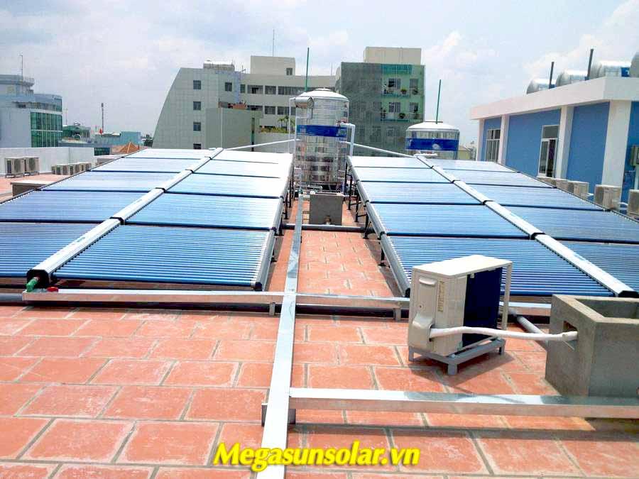 Hệ thống nước nóng năng lượng mặt trời Megasun dạng ống
