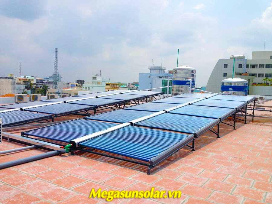 Máy nước nóng năng lượng mặt trời Megasun công suất lớn tiết kiệm 90% điện năng tiêu thụ