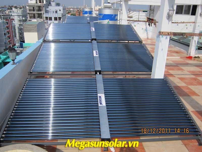 hệ thống nước nóng năng lượng mặt trời ống chân không MEGASUN công suất 3000L/ngày.
