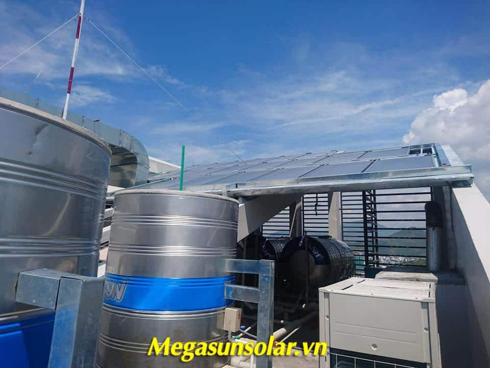 Hệ thống máy nước nóng năng lượng mặt trời tấm phẳng kết hợp bơm nhiệt Megasun