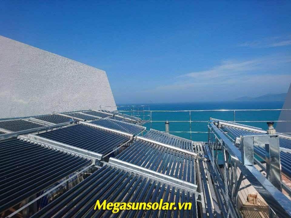 Máy nước nóng năng lượng mặt trời dạng ống