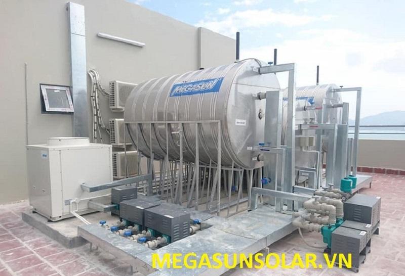 Máy bơm nhiệt công nghiệp Megasun MGS-3HP kết hợp với bình chứa nước nóng dung tích lớn
