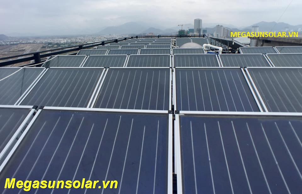 Hệ nước nóng công nhgiệp năng lượng mặt trời Megasun