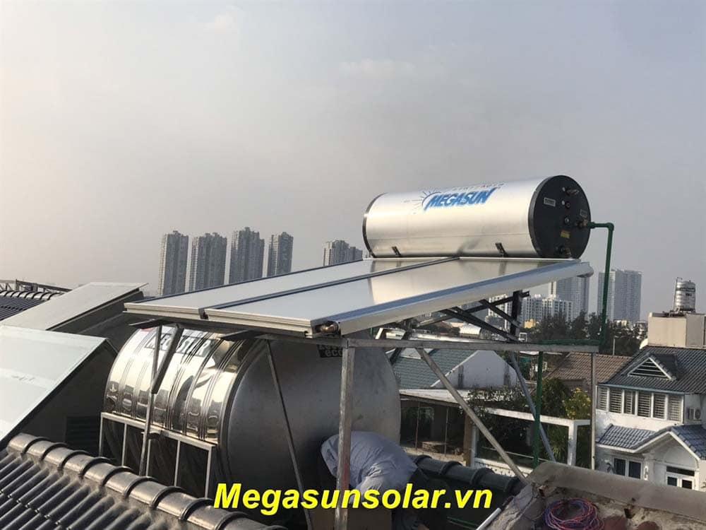 Máy nước nóng năng lượng mặt trời áp lực cao MGS-400-CT-FCsản xuất nước nóng 60 độ C ngay cả khi thiếu nắng