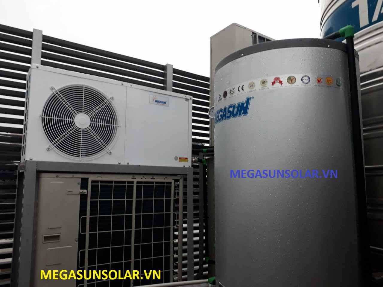 Bồn nước nóng Inox Megasun có chức năng giữ nhiệt