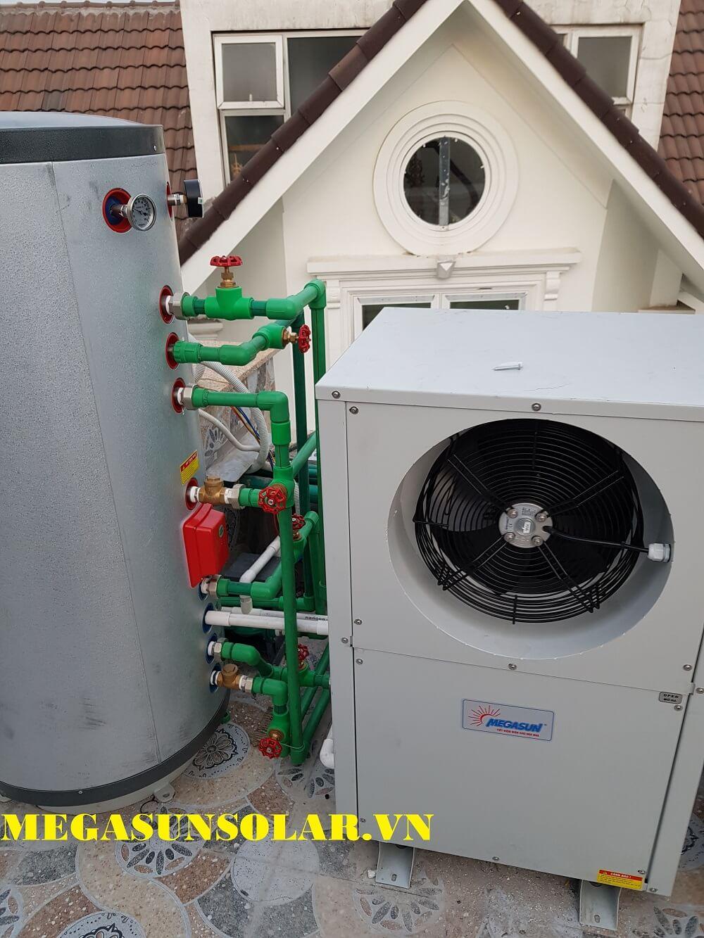 Bồn bảo ôn được thiết kế 3 lớp và giữ nhiệt nước nóng lên tới 72 giờ