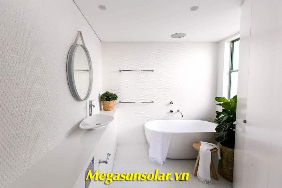 Đường ống nước nóng được kết nối đến nhà vệ sinh, cung cấp nước nóng 24/24