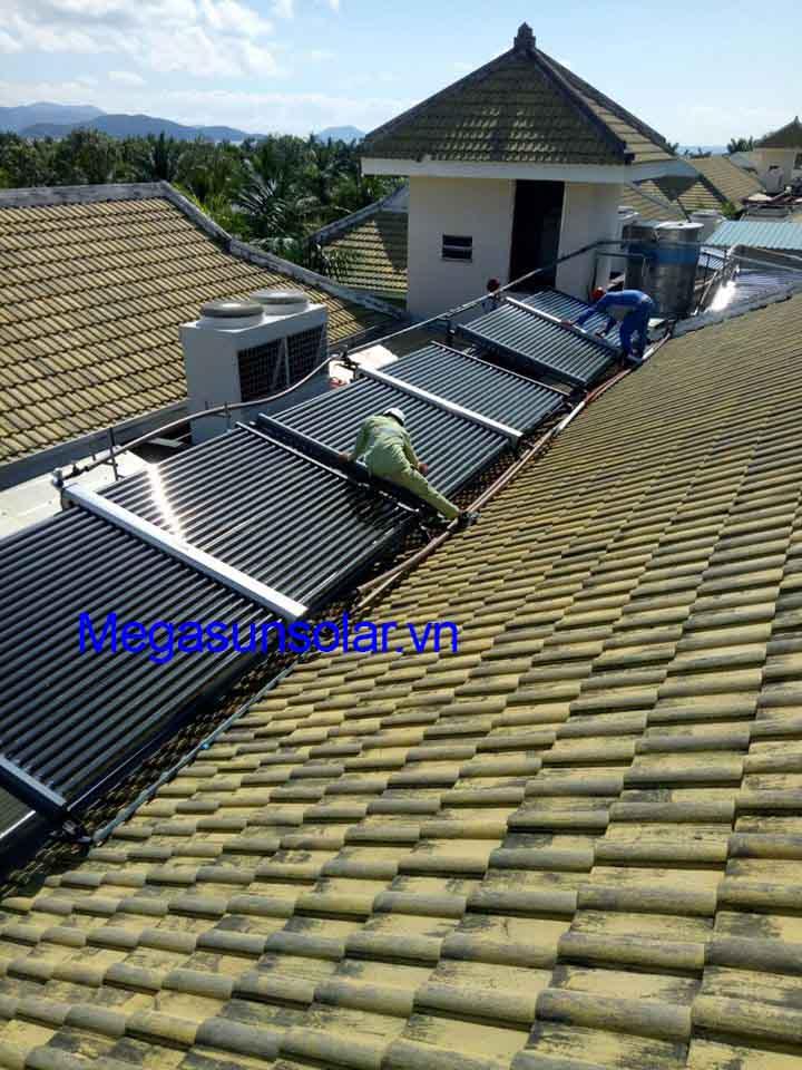 Máy nước nóng năng lượng mặt trời ống chân không tiết kiệm 90% điện năng