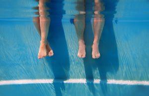 Bảo vệ sức khỏe khi dùng bể bơi nước nóng