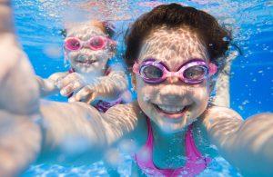 Trẻ em bơi hồ bơi nước nóng Nirvana Heat Pump